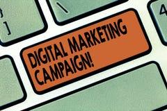 写数字市场活动的手写文本 概念意思网上销售给品牌键盘做广告 免版税库存图片