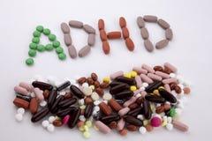 写文本说明启发卫生保健概念的手写与药片药物胶囊词ADHD注意力不集中 库存图片