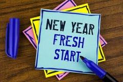 写新年崭新的开始的手写文本 概念平时跟随决议提供援助在稠粘没有写的梦想工作 免版税图库摄影