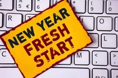 写新年崭新的开始的手写文本 概念平时跟随决议提供援助在稠粘没有写的梦想工作 库存照片