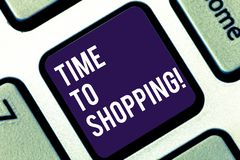 写时间的手写文本给购物 概念购买的新产品意思片刻在商店销售键盘 库存图片