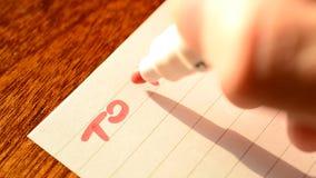 写的手做与红色标志的名单 股票视频