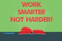 写笔记陈列工作更加聪明不更加坚硬 企业照片陈列是一种更加高效率的工作者高生产力颜色页 免版税库存图片