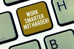 写笔记陈列工作更加聪明不更加坚硬 企业照片陈列是更加高效率的工作者高生产力 图库摄影