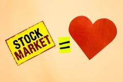 写股市的手写文本 意味股票和证券被换或exhange黄色片断的特殊市场的概念 免版税库存照片