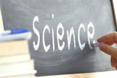写词科学的人在黑板 库存照片