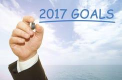 写2017个目标的手 免版税库存照片