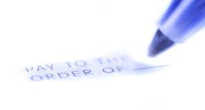 写登记支票簿 库存照片