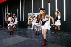 军乐队女队长的舞蹈从Montenegro1 库存照片