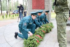 军事人和老第二次世界大战的人祖父退伍军人在奖牌天胜利莫斯科,俄罗斯, 05 09 2018年 免版税库存照片