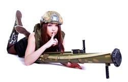 军事伪装的妇女与枪榴弹发射器 图库摄影