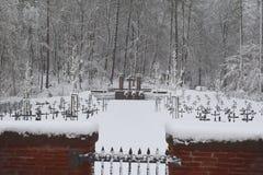 军事公墓,战争公墓,战争公墓门,战争公墓门冬天,战争公墓门冬天森林,战争严重冬天, 图库摄影