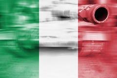 军事力量题材,与意大利旗子的行动迷离坦克 库存照片