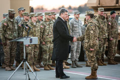 军事协助向乌克兰 免版税库存图片