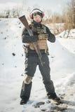 军事和伪装制服的军队战士用完全设备 图库摄影