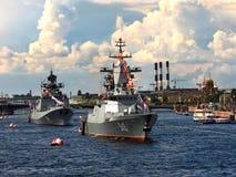 军事在内娃的水区域运送 免版税库存照片