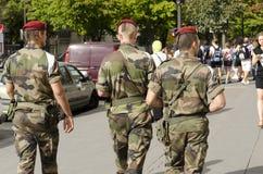 军事在巴黎巡逻反对恐怖袭击的风险 免版税库存照片