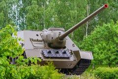 军事坦克绿色树背景  图库摄影