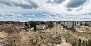 军事定居点被放弃的废墟  库存照片