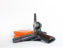军事成套工具、枪和收音机在白色背景 图库摄影