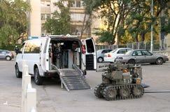 军事或警察机器人用于安全地移动或起爆炸弹a 免版税库存图片
