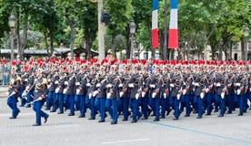 军事游行在共和国日(巴士底日) 免版税库存照片