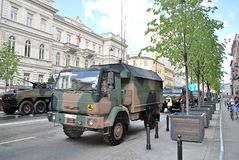 军事游行在华沙 库存照片