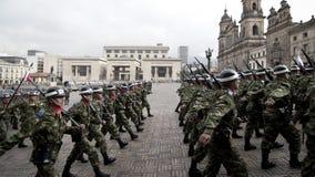 军事游行在波哥大,哥伦比亚 库存照片