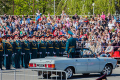 军事游行在胜利天的庆祝时 免版税图库摄影
