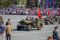 军事游行在胜利天的庆祝时 免版税库存图片