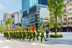 军事游行在胡志明市 库存照片