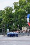 军事游行宪兵(污蔑)在法国国庆节期间,可汗仪式  免版税图库摄影