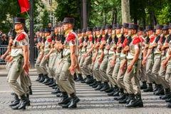 军事游行宪兵(污蔑)在法国国庆节期间,可汗仪式  图库摄影