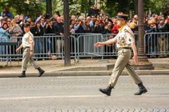 军事游行的(污蔑)上校在法国国庆节期间,冠军Elysee ave仪式  免版税库存图片