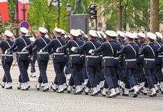 军事游行(污蔑)在法国国庆节期间,冠军Elysee大道仪式  免版税库存图片