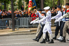 军事游行(污蔑)在法国国庆节期间,冠军Elysee大道仪式  免版税库存照片