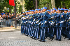 军事游行(污蔑)在法国国庆节期间,冠军Elysee大道仪式  库存图片