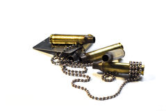 军事狗标记和子弹 背景 免版税库存图片