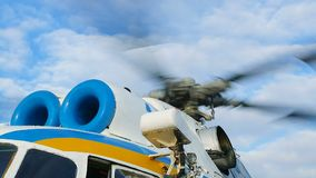 军事直升机动叶片细节关闭 股票录像