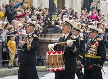 军事胜利天游行在塞瓦斯托波尔 库存照片