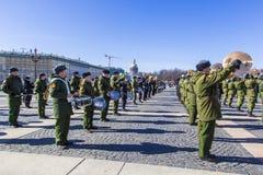 军事胜利游行胜利的准备在二战在宫殿正方形的5月9日上每年花在圣彼德堡, 图库摄影