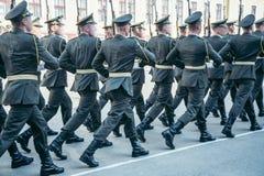 军事起动军队步行阅兵场 免版税库存图片