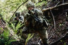 军事任务的两个狙击手 免版税图库摄影