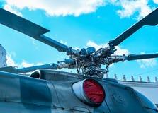军事直升机动叶片细节关闭 库存照片