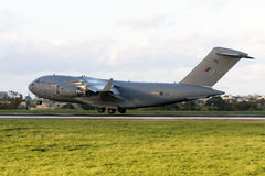 军事货物喷气机着陆 库存图片