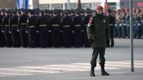 军人跟随在游行的命令2018年5月9日