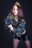 军服的妇女有枪榴弹发射器的 图库摄影