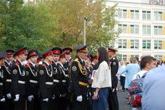 军校学生在北Tushino的学校马戏团 在游行地面的学校前被会集的早晨统治者的军校学生 库存照片