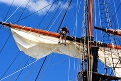 军校学生设置风帆 免版税库存图片