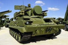 军用作战履带牵引装置车 库存照片